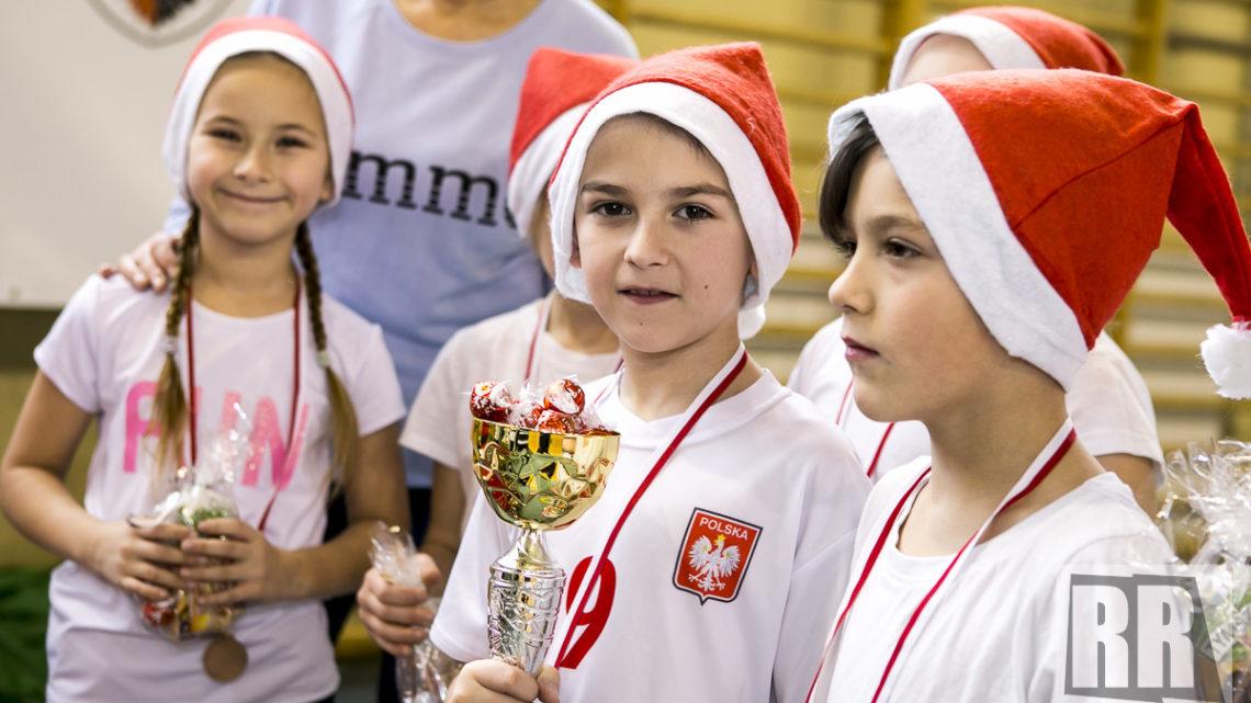 Powiatowy Turniej Gier i Zabaw Mikołaj na sportowo – wideo