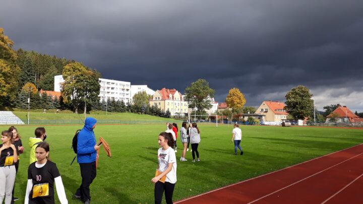 Sztafetowe biegi przełajowe w kategorii dziewcząt – Igrzyska Młodzieży Szkolnej